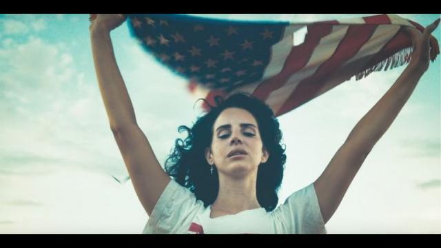Lana Del Rey復古女文青,用空靈的聲音帶你體驗淪陷在愛情裡的瘋狂!