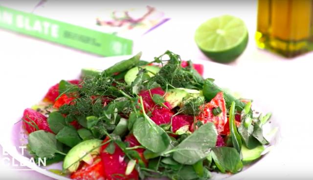【三十分鐘上菜】彩色地中海烤盤:鮭魚葡萄柚沙拉、夏日時蔬盅、烤地瓜 |本餐熱量:596大卡。