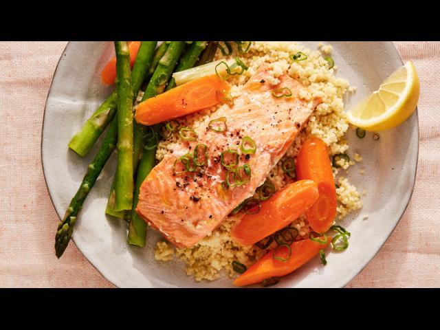 【三十分鐘上菜】味噌鮭魚佐胡蘿蔔與蘆筍、非洲小米|本餐熱量 456大卡