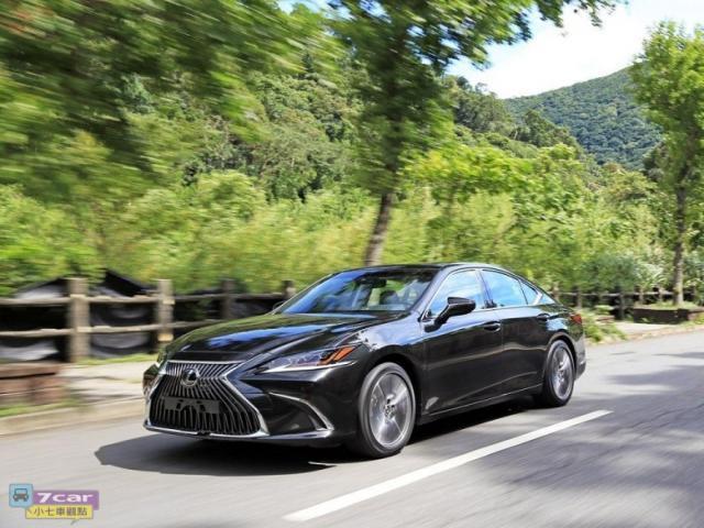 【車評】全新的大改款 Lexus ES 比擬賓士E-Class?