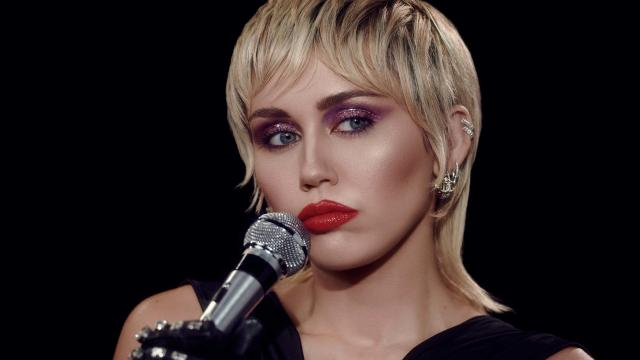 Miley Cyrus〈Midnight Sky〉不再迷信愛情裡的「永遠」